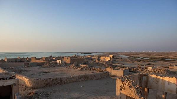 Sebagian besar penduduk Al Jumail mencari nafkah di laut. Desa ini bahkan disebut desa nelayan. (Dimitris Sideritis/CNN)