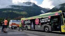Italia memiliki 2 bus vaksin yang diberi nama Sasa, bus tersebut berfungsi untuk menjadi sentra vaksinasi keliling. Ini potretnya.