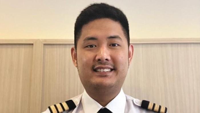 Pilot Banting Setir Jadi Tukang Bubur, Omzetnya Tembus Ratusan Juta