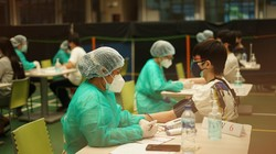Guna mendukung program pemerintah untuk percepatan vaksinasi, sekolah ini gelar program Sentra Vaksinasi COVID-19 di Sekolah Kristen IPEKA Pluit, Jakarta Utara.