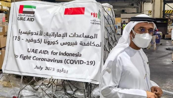 Pemerintah Uni Emirat Arab (UEA) memberikan bantuan kesehatan ke Indonesia untuk mengatasi COVID-19. 54 Ton bantuan diserahkan pada Jumat (16/7).