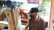 Saat Petugas Vaksinasi COVID-19 di Bondowoso Antar Jemput Lansia