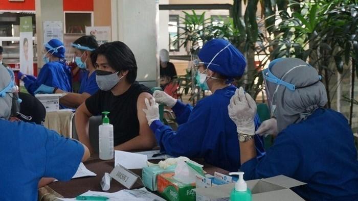 Vaksinasi di UPJ