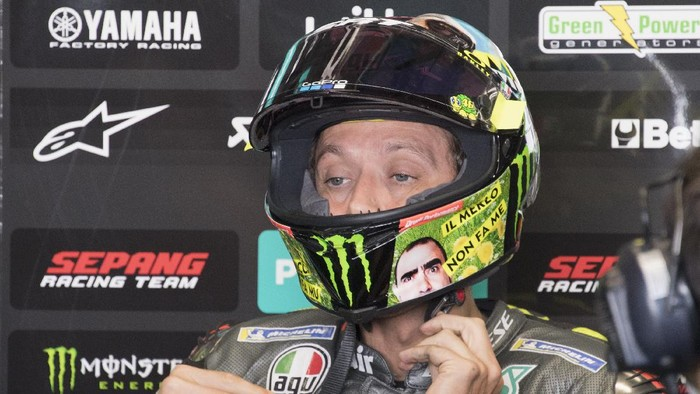 SCARPERIA, ITALY - MAY 29: Valentino Rossi of Italy and Petronas Yamaha SRT prepares to start in box (new helmet for the Italian GP) during the MotoGP Of Italy - Qualifying at Mugello Circuit on May 29, 2021 in Scarperia, Italy. (Photo by Mirco Lazzari gp/Getty Images)