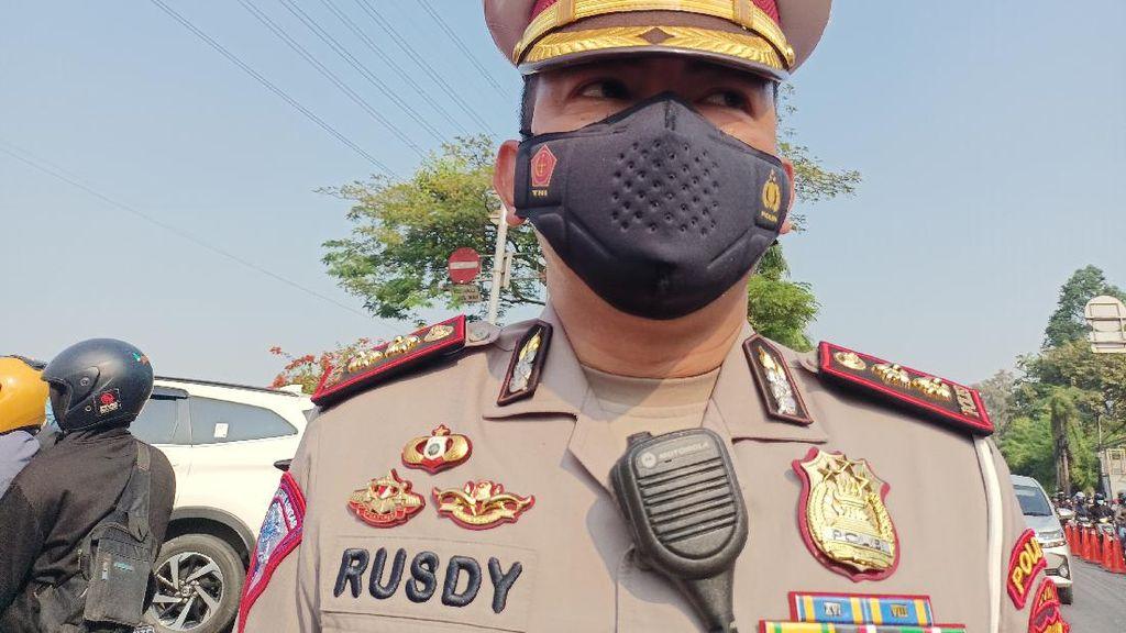 Polisi Tak Lagi Sekat Warga di Flyover Pesing Jakbar: Susah Putar Balik