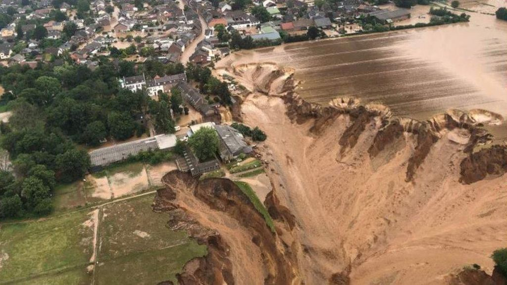 Dahsyatnya Banjir di Jerman: Air Mendobrak Pintu-Terlempar ke Cerobong Asap