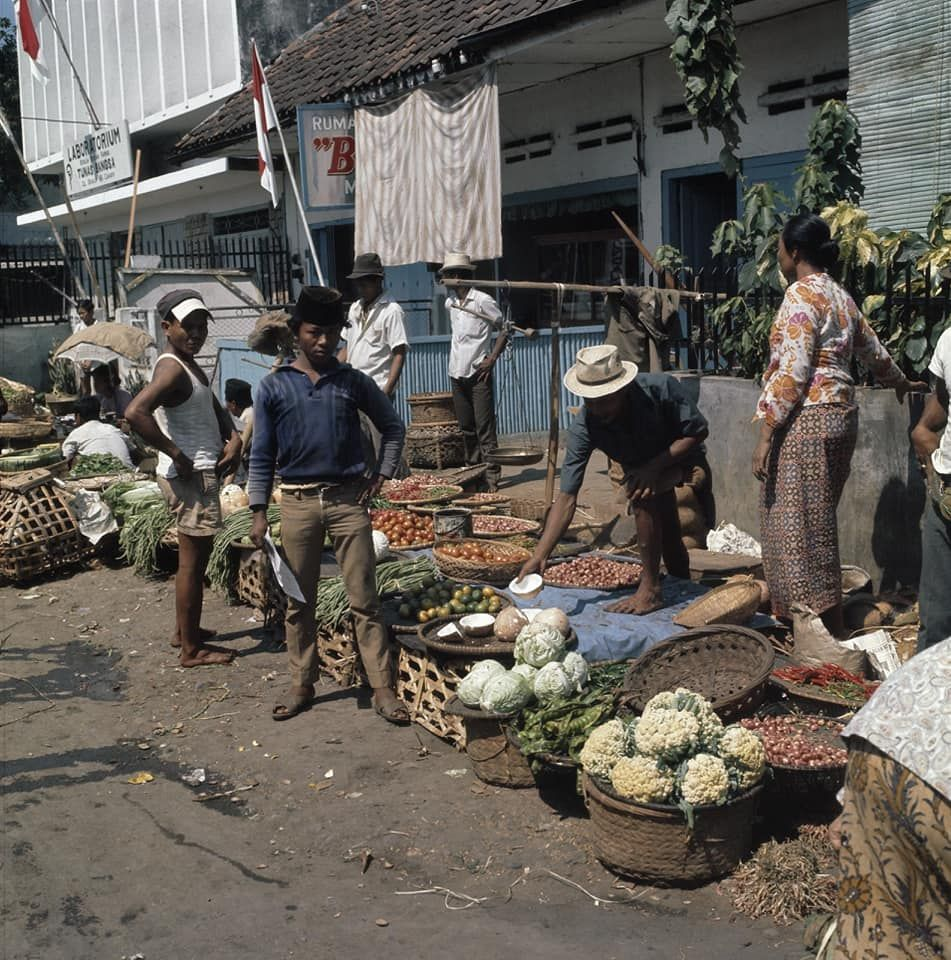 Foto Penjual Sate Lawas Ini Disebut Mirip Penjual Sate Taichan Kekinian