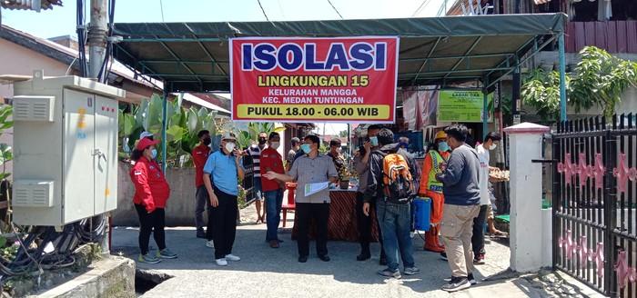 Isolasi lingkungan di Medan (Ahmad Arfah-detikcom)