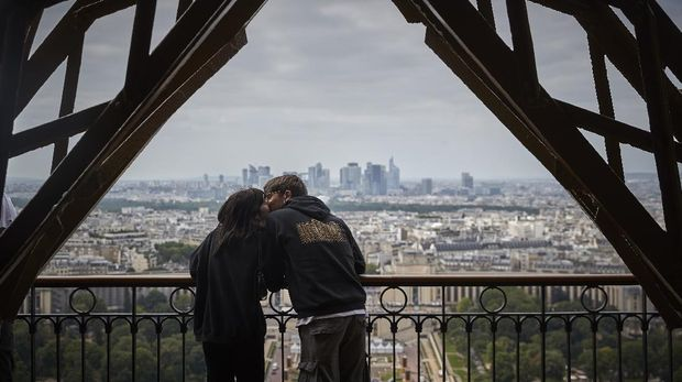 PARIS, FRANCE - JULY 16: Visitors walk down from the top of the Eiffel Tower as the iconic landmark reopened for the first time in over 8 months on July 16, 2021 in Paris, France. The iconic Paris landmark has been closed since October 30th, 2020, due to the Coronavirus Pandemic restrictions, it's longest closure since WWII. (Photo by Kiran Ridley/Getty Images)