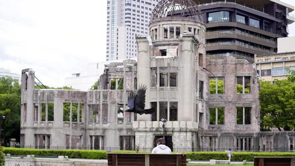 Monumen ini merupakan simbol harapan umat manusia untuk perdamaian dunia dan pemusnahan senjata nuklir.