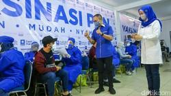 Partai Amanat Nasional (PAN) menggelar vaksinasi gratis untuk warga. Sebanyak 1.200 vaksin untuk disuntikan kepada masyarakat.