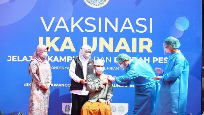 Pemprov Jatim dan IKA Unair Gelar Vaksinasi di Pesantren