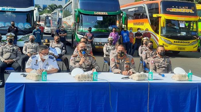 Polda Metro Jaya kandangi 36 bus AKAP pelanggar PPKM darurat