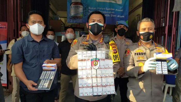 Polisi menemukan apotek di Bogor jual obat COVID-19 di atas HET