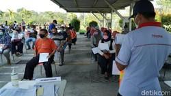 PT Toyota Motor Manufacturing Indonesia menggelar program vaksinasi COVID-19 gratis di Karawang. Kegiatan itu digelar guna memutus rantai penyebaran virus Corona.
