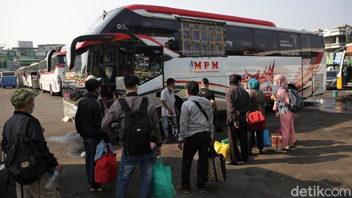 Terminal Kota Bekasi ramai didatangi calon penumpang. Tak sedikit di antaranya hendak mudik ke kampung halaman untuk rayakan Idul Adha bersama keluarga.