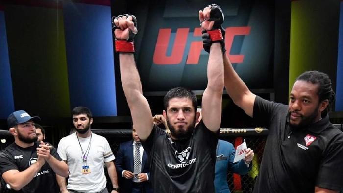 Islam Makhachev mengalahkan Thiago Moises di UFC Vegas 31 yang berlangsung di Las Vegas, Amerika Serikat, Minggu 18 Juli 2021.