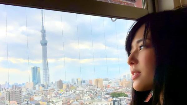 Dalam sebuah sesi wawancara dengan Youtuber, Daisuke Botak, mantan bintang porno Sora Aoi mengungkapkan keinginannya pindah ke Bali suatu saat nanti. Di Instagramnya, Sora kerap mengunggah foto jalan-jalan. (Instagram/@aoi_sola)