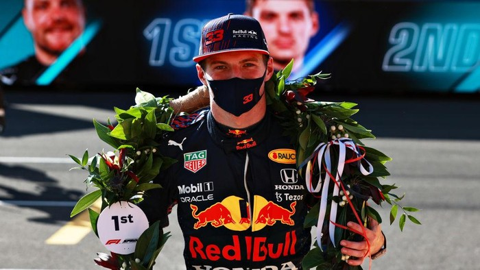 NORTHAMPTON, ENGLAND - JULY 17: Winner Max Verstappen of Netherlands and Red Bull Racing celebrates in parc ferme during the Sprint for the F1 Grand Prix of Great Britain at Silverstone on July 17, 2021 in Northampton, England. (Photo by Mark Thompson/Getty Images)