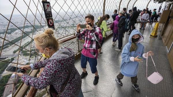 Pengunjung asal Inggris tidak ditemukan di sana. Wisatwan asalAS dan beberapa turis dari Asia hanya sekitar 15 persen.(AP Photo/Michel Euler)