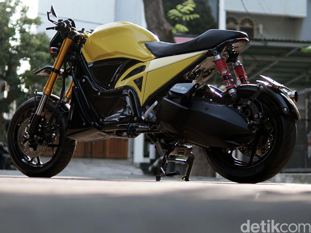 Modifikasi Yamaha XMAX 250 Cafe Racer by Rainbow Moto Builder