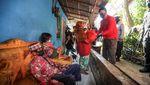 Momen Vaksinasi Door to Door di Desa Mekarsari Bandung