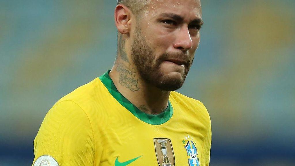 Pemain Brasil Semangati Neymar, Minta Jangan Pensiun Dulu