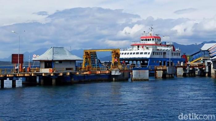 Selama PPKM Darurat, jumlah penumpang kapal di Pelabuhan Ketapang, Banyuwangi mengalami penurunan drastis. Penurunan jumlah penumpang mencapai 80 persen jika dibandingkan sebelum pandemi.