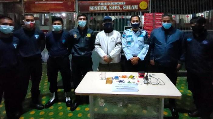 Petugas Lapas Nyomplong Sukabumi usai sidak ke ruang tahanan