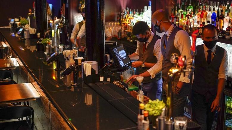 Inggris rencananya akan segera akhiri lockdown pada tanggal 19 Juli mendatang. Klub malam di sana pun bersiap untuk kembali beroperasi.