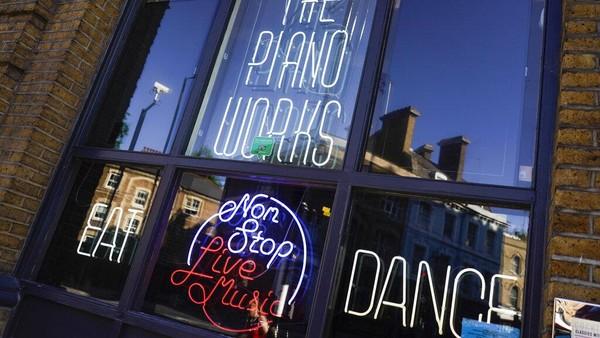Klub Piano Works yang berada di Farringdon, London, bersiap untuk kembali beroperasi jelang pelonggaran lockdown di Inggris.