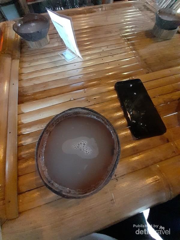 Saguer didalam mangkok batok kelapa