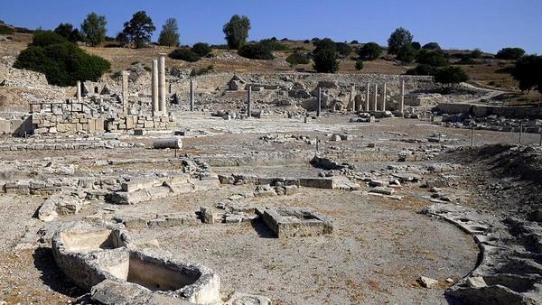 Hal ini merupakan langkah baru bagi otoritas Siprus untuk menggaet wisatawan. Dimana selama ini matahari dan selancar kokoh dipegang oleh Pulau Mediterania.