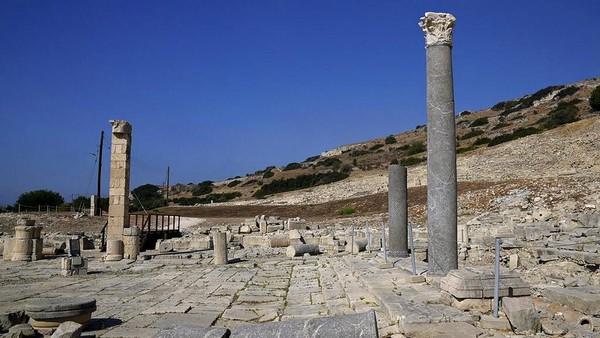 Sebagai informasi, pelabuhan kuno ini dibangun oleh seorang prajurit dan salah satu penerus Alexander Agung sekitar 2.400 tahun yang lalu. Tujuannya, untuk menggagalkan invasi angkatan laut dari penguasa Mesir.