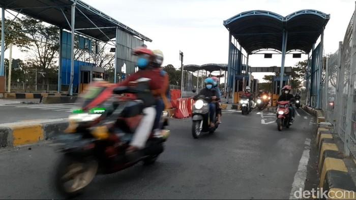 H-1 Hari Raya Idul Adha, banyak masyarakat yang mulai melakukan toron. Di Jembatan Suramadu dari Surabaya menuju Madura mulai ramai.