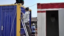 Rumah Oksigen Gotong Royong merupakan fasilitas kesehatan semi-permanen pertama di Indonesia yang dilengkapi peralatan suplai oksigen dan tempat tidur.
