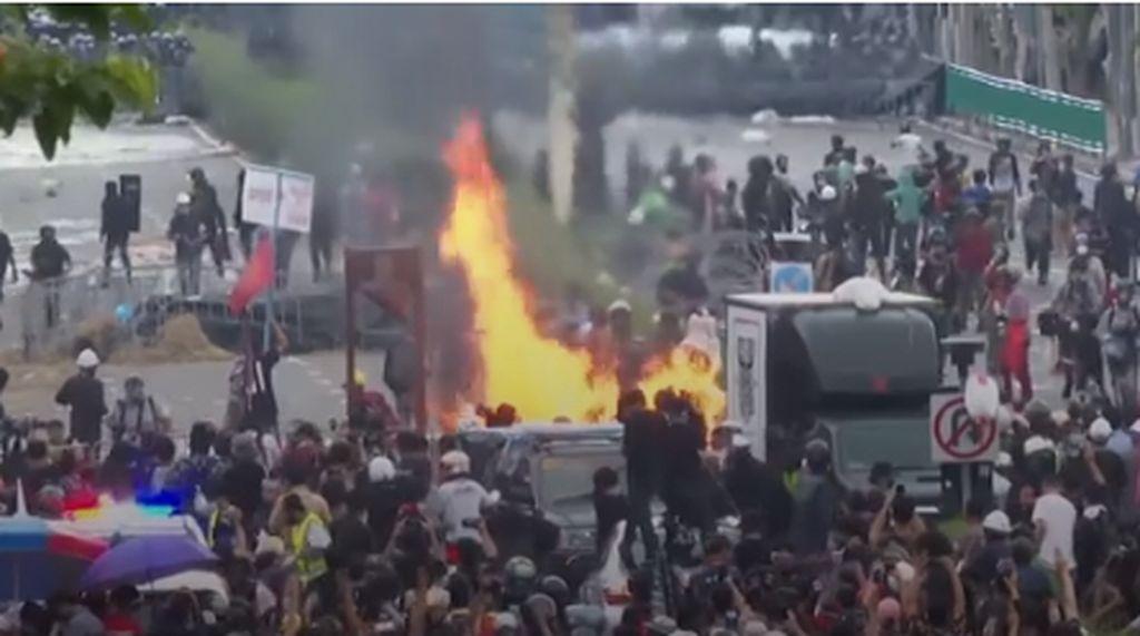 Krisis Covid-19, Ratusan Demonstran Tuntut PM Thailand Mundur