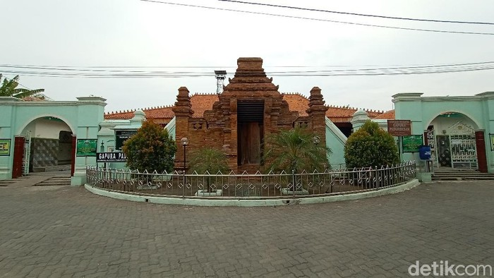 Masjid Jami Wali Al-Mamur di Desa Jepang, Kecamatan Mejobo, Kabupaten Kudus