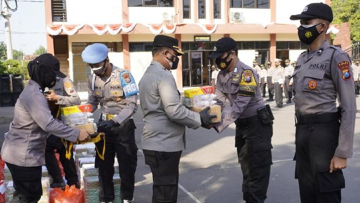 Ribuan Paket Imun Boster dibagikan oleh Polisi