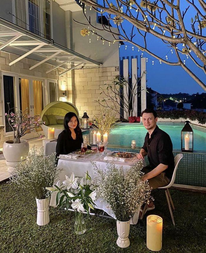 Romantisnya Christian Sugiono Saat Makan Malam Bersama Titi Kamal