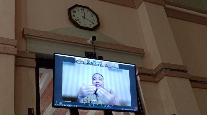 Sekda Tanjungbalai saat menjadi saksi di sidang kasus dugaan suap Walkot Syahrial ke AKP Robin (Arfah-detikcom)