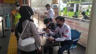 Penumpang KRL Wajib Bawa STRP, Begini Suasana Stasiun Sudimara Pagi Ini