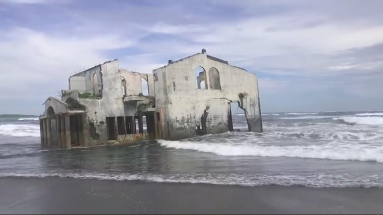 Viral, Vila Terbengkalai nan Misterius di Pantai El Savador