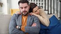 Kisah Pria Pacaran Online dengan Teman Serumah yang Diam-diam Jatuh Cinta