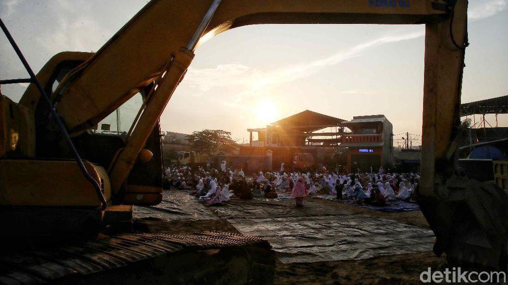Khidmatnya Salat Idul Adha di Pesisir Utara Jakarta