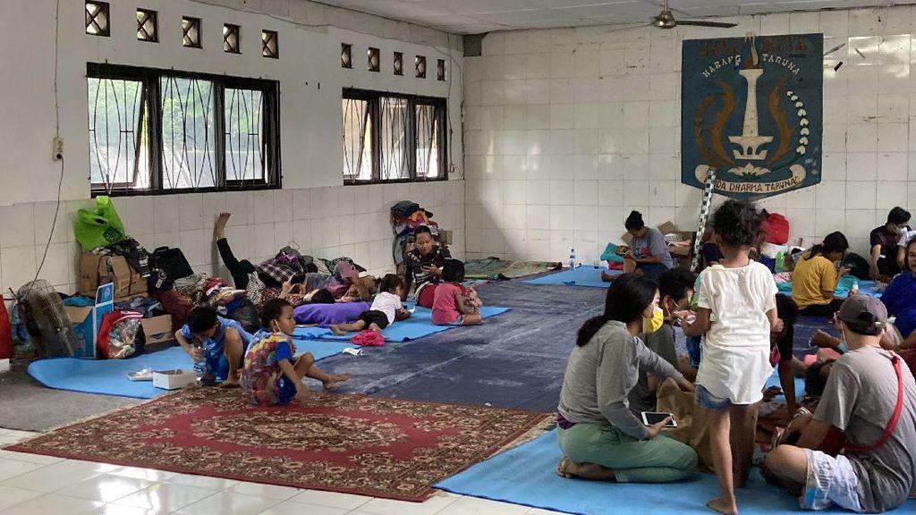 Puluhan Korban Kebakaran di Manggarai Mengungsi ke Karang Taruna