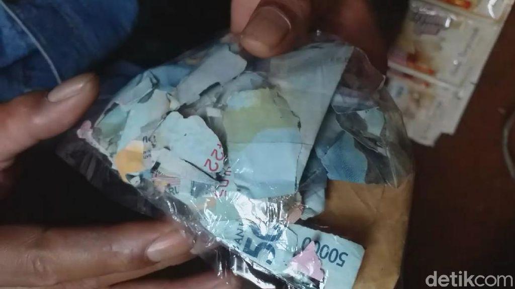 Pilu Pedagang di Garut Gagal Berkurban Gegara Uang Digerogoti Rayap