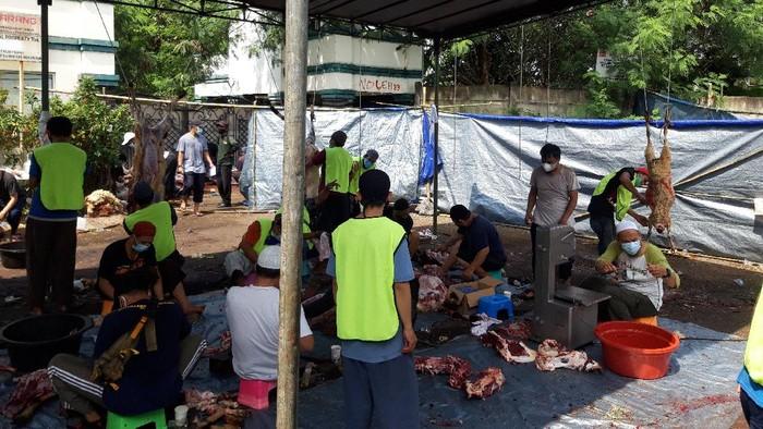 Pemotongan Hewan Kurban di Masjid As Sunah Tangsel