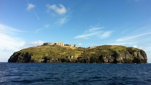 Berlokasi di Pulau Santo Stefano, berdiri sebuah penjara yang telah ada sejak zaman Perang Dunia II. (Silvia Marchetti/CNN Travel)