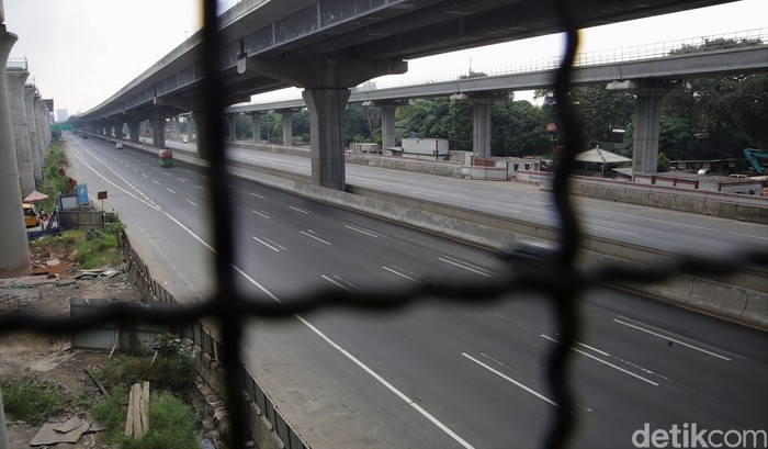 Suasana lalu lintas di Tol Jakarta Cikampek terpantau lengang di momen libur Idul Adha. Berikut penampakannya.